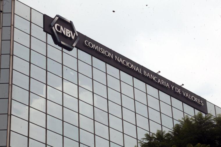 La CNBV expone públicamente información sensible de 1,700 usuarios, documentos e información interna.